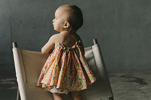 MARLMARL 女の子気分を盛り上げるたっぷりのギャザー。肩のリボンでギャザーのボリュームも調整できるので、成長しても長く着られます。