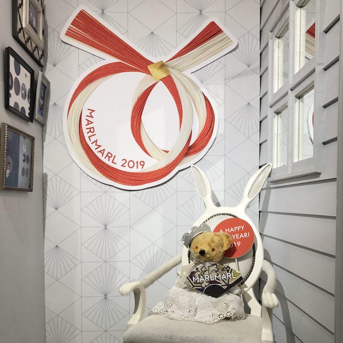 【本日より】お正月ディスプレイスタート!新年のコラボ情報も♡       ブログ      出産祝い・ギフトならMARLMARLのスタイ   12.26(WED.)